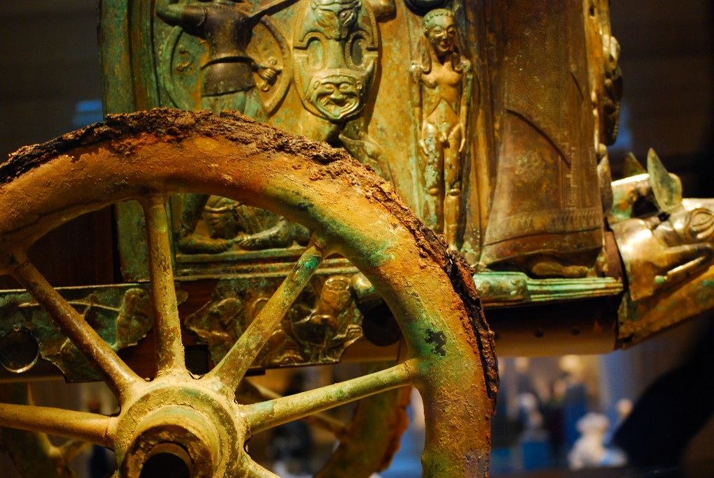 Etruscan_chariot_wheel